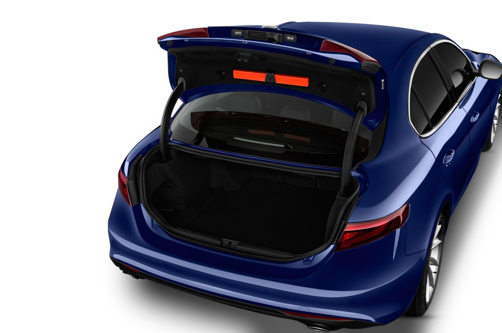 alfa romeo giulia limousine neuwagen suchen kaufen. Black Bedroom Furniture Sets. Home Design Ideas