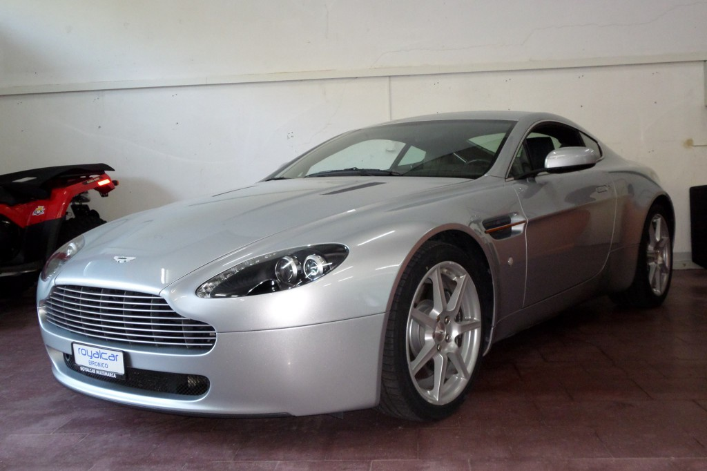 aston martin v8 vantage 4 3 occasion essence 57 39 900 km chf 49 39 900. Black Bedroom Furniture Sets. Home Design Ideas