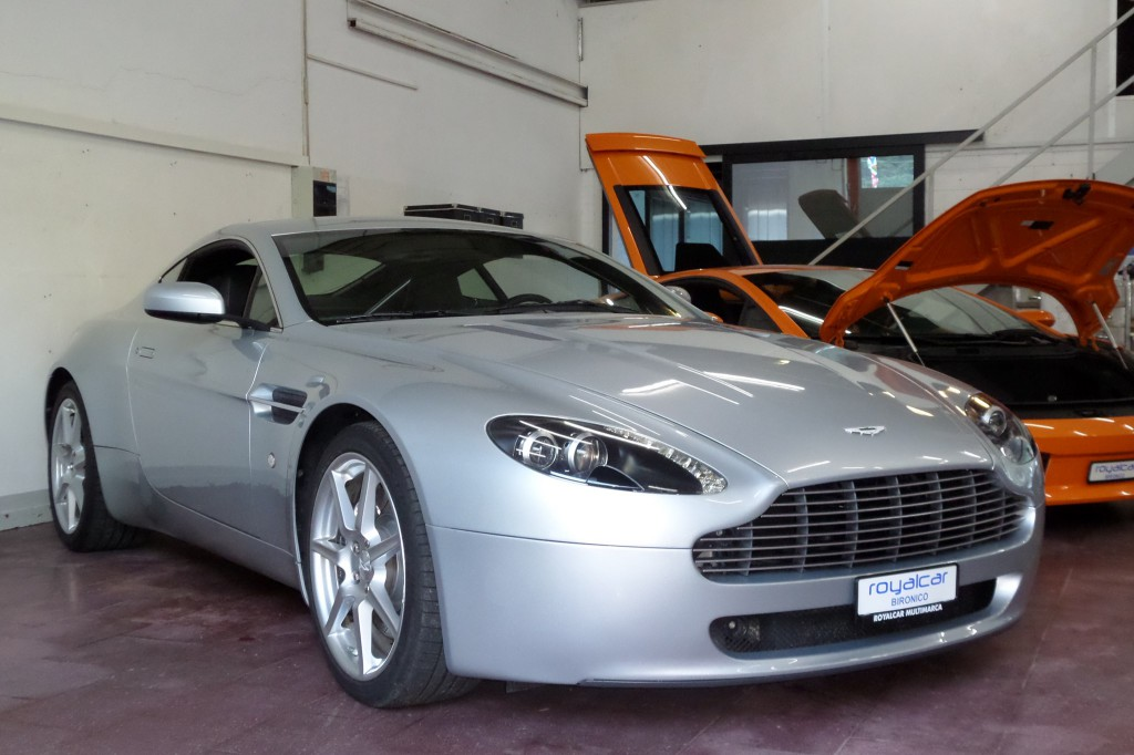 aston martin v8 vantage 4 3 occasion benzin 54 39 000 km chf 49 39 900. Black Bedroom Furniture Sets. Home Design Ideas