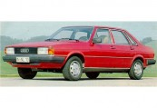 AUDI   Front + links, Sedan, Rot
