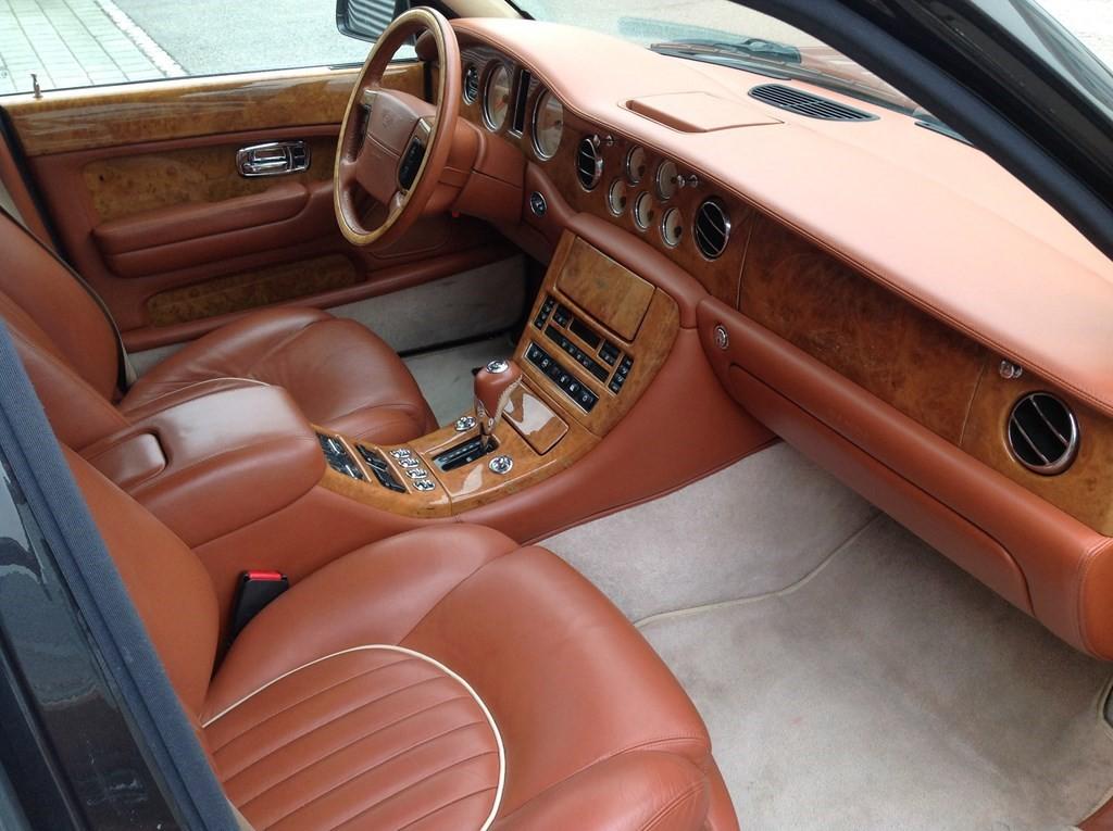 Bentley arnage red label occasion benzin 111 39 600 km for Occasions garage ligot arnage