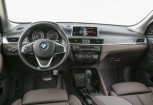 BMW X1 SUV / Geländewagen Front + links, Hatchback, Weiss