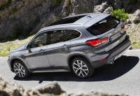 BMW X1 SUV / Geländewagen Front + links, Hatchback