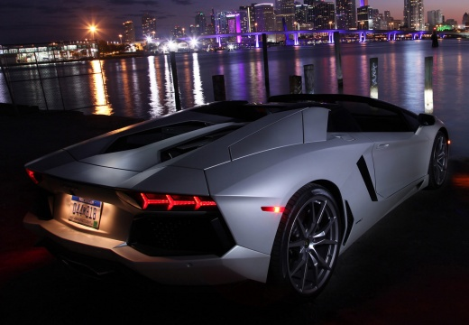 lamborghini aventador cabriolet neuwagen suchen kaufen. Black Bedroom Furniture Sets. Home Design Ideas