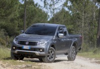 FIAT FULLBACK Pick-Up Front + links, Pick up, Silbergrau