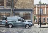 FORD TRANSIT COURIER Bus Front + rechts