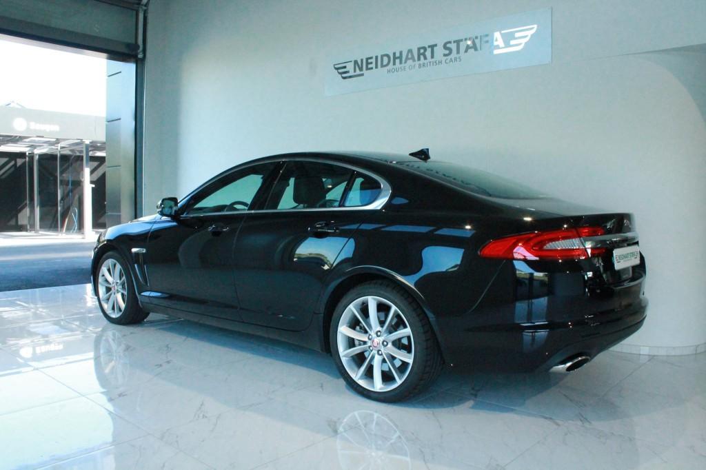 jaguar xf 3 0 v6 s c premium luxury 4x4 occasion benzin 11 39 500 km chf 67 39 900. Black Bedroom Furniture Sets. Home Design Ideas