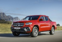 MERCEDES-BENZ X 250 Pick-Up Doppelkabine Front + links, Rot