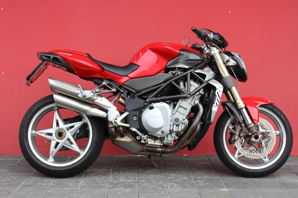 mv agusta brutale 750 s occasion benzin 13 39 000 km chf 6 39 500. Black Bedroom Furniture Sets. Home Design Ideas