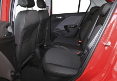 opel corsa petite voiture space intrieur hatchback rouge