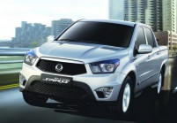 SSANG YONG ACTYON Pick-Up Doppelkabine Front + links, Pick up double cabin, Silbergrau