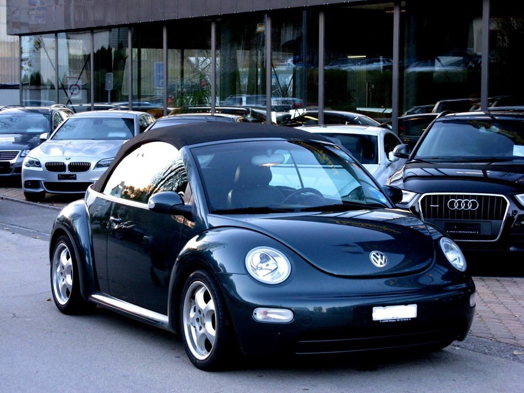 vw beetle cabrio 2 0 occasion essence 129 39 900 km chf 8. Black Bedroom Furniture Sets. Home Design Ideas